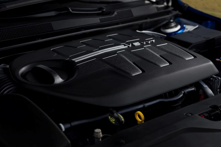 2015 Chrysler 200 3.6-liter Pentastar V-6 engine