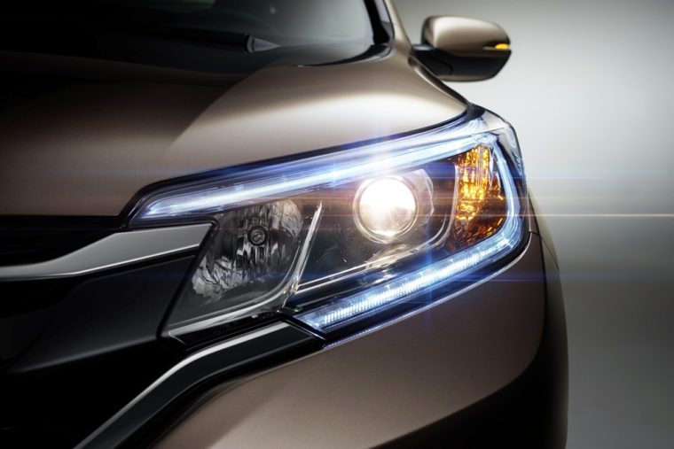 Multi-reflector auto-off halogen headlights are standard with the 2016 Honda CR-V
