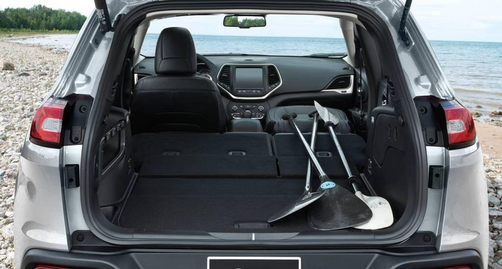 2016 jeep cherokee trunk storage the news wheel. Black Bedroom Furniture Sets. Home Design Ideas