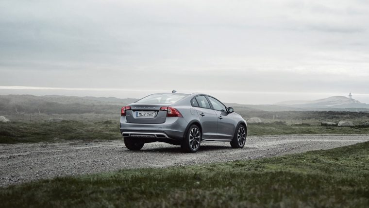 The 2016 Volvo S60 Cross country comes standard with 235/50-R18 tires