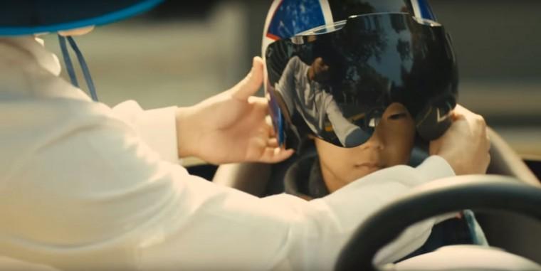Driving While Blind Inspirational Hyundai Video Shows Potential of Autonomous Driving Tech helmet