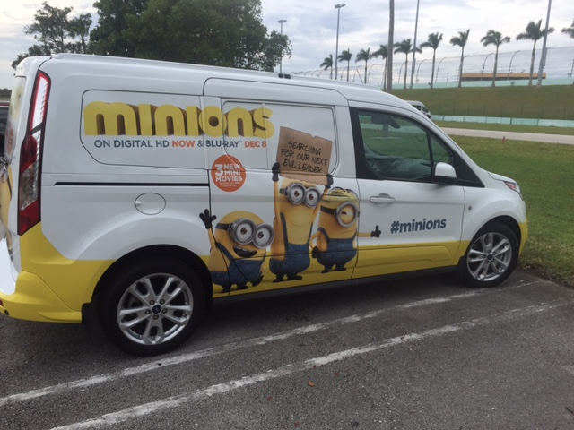 "Ford Transit Connect Wagon ""Minionwagon"""
