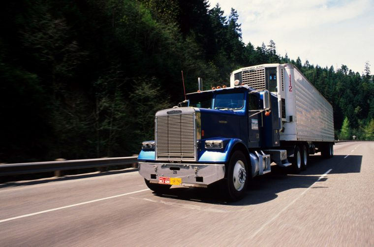 7 Pointers on Becoming a Commercial Truck Driver