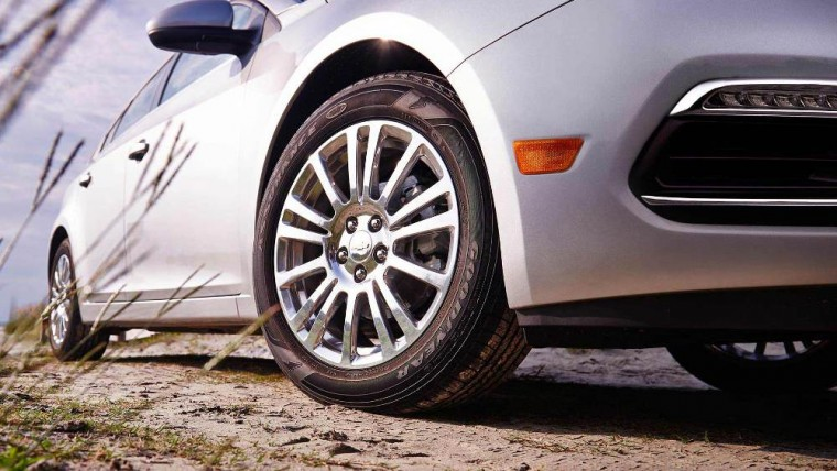 The 2016 Chevrolet Cruze Limited comes with 16-inch wheels with Silver-painted wheel covers