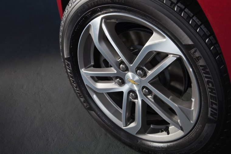 17-inch aluminum wheels come standard on the 2016 Chevy Equinox