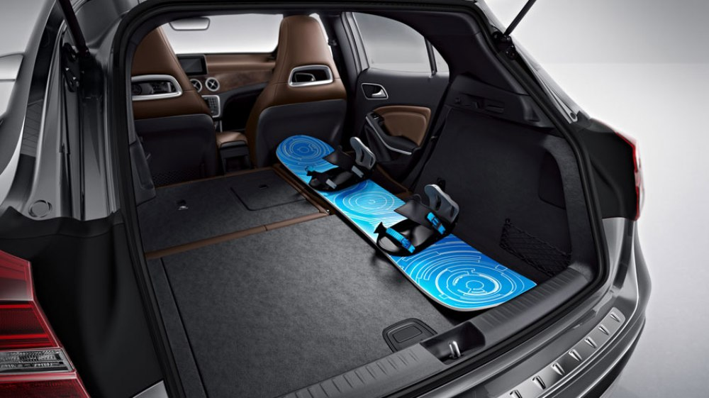2016 mercedes benz gla storage space the news wheel for Mercedes benz car trunk organizer