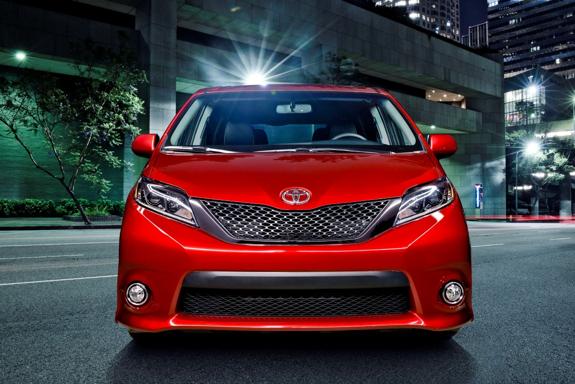 2016 Toyota Sienna (5) | The News Wheel