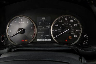 2015_Lexus_NX_200t_017