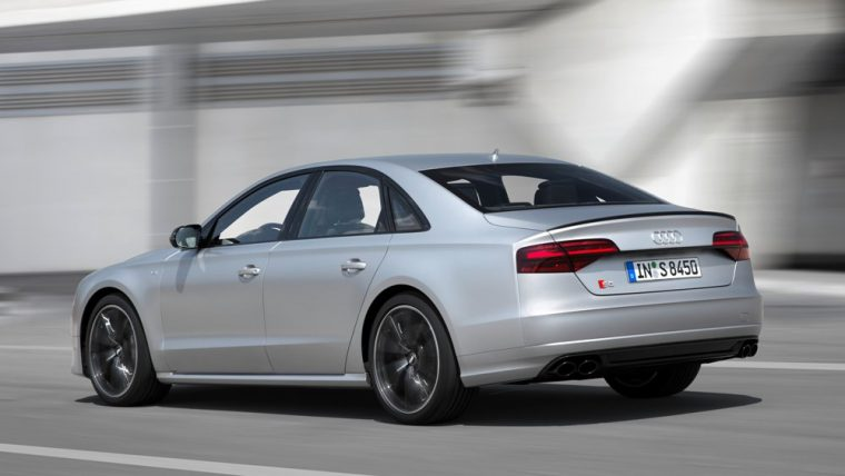 A close look at the features and specs of the 2016 Audi S8 Plus