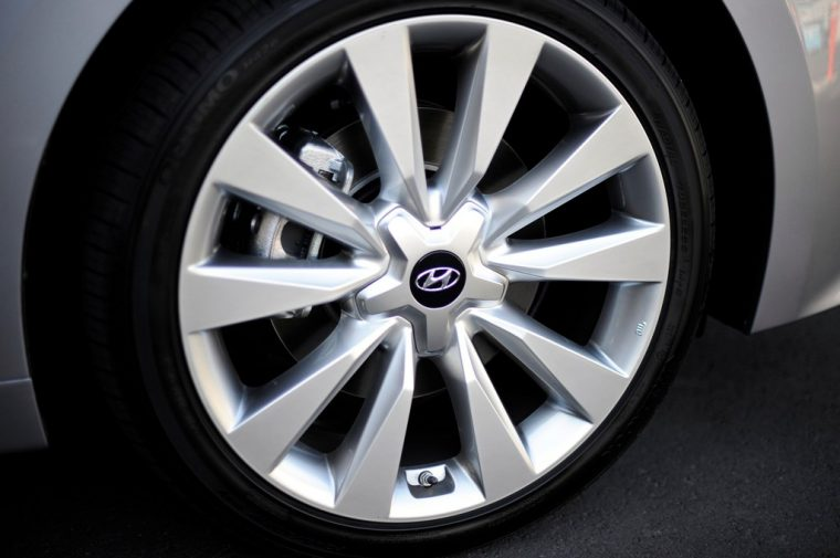 2016 Hyundai Azera model overview tire wheel