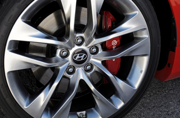 2016 Hyundai Genesis Coupe  model overview wheel