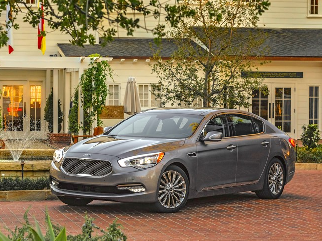 2016 Kia K900 Side View