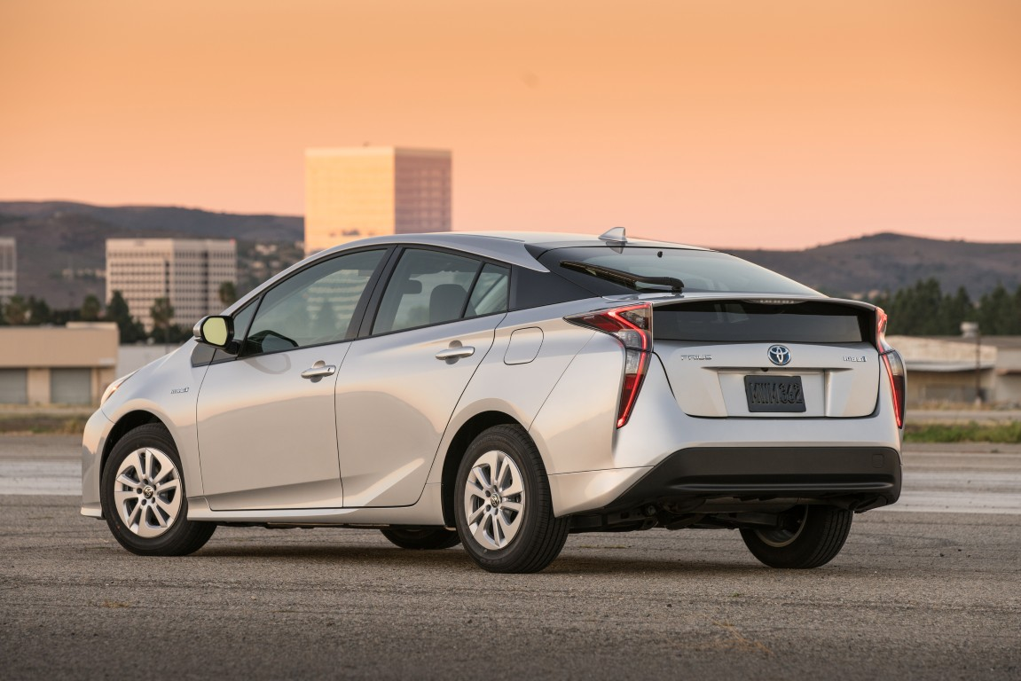 2016 toyota prius two 5 the news wheel. Black Bedroom Furniture Sets. Home Design Ideas