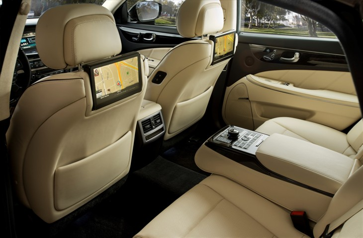 2016 Hyundai Equus model overview rear seats