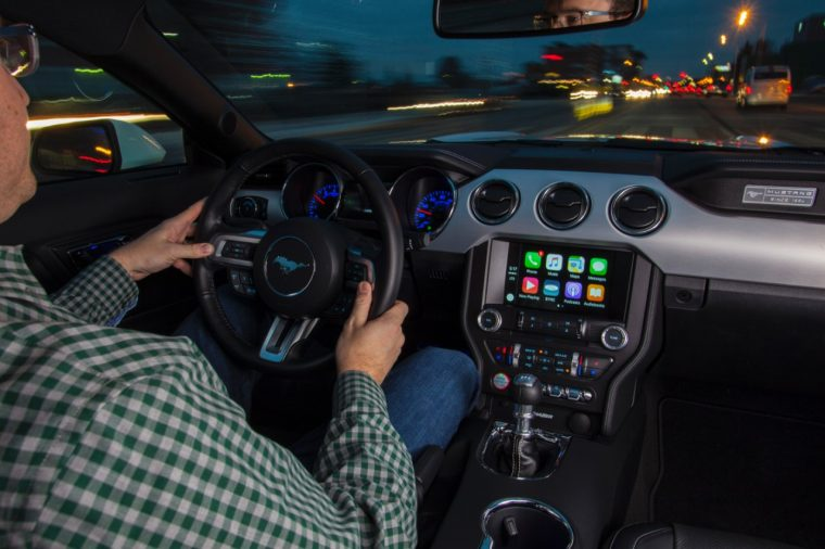 Ford SYNC 3 Apple CarPlay 2016 Mustang