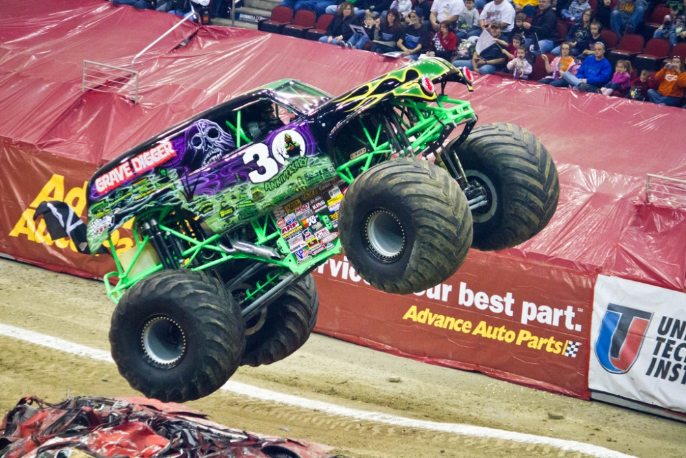 the history of the grave digger monster truck the news wheel. Black Bedroom Furniture Sets. Home Design Ideas