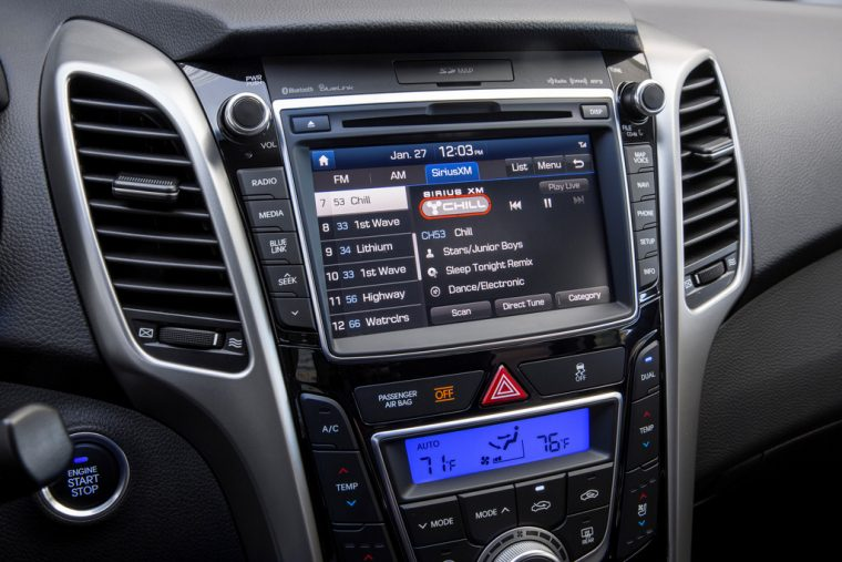 2016 Hyundai Elantra GT Overview infotainment