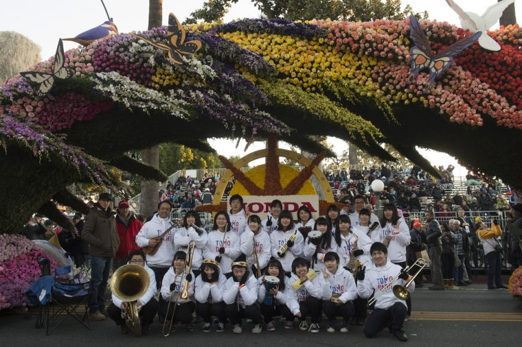 2016 TOMODACHI Honda Cultural Exchange Program participants at the Rose Parade