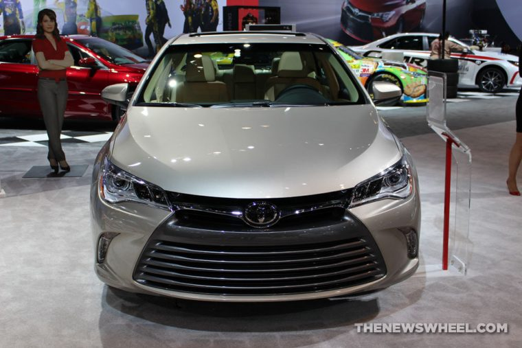 2017 toyota camry gets free tech upgrades the news wheel. Black Bedroom Furniture Sets. Home Design Ideas