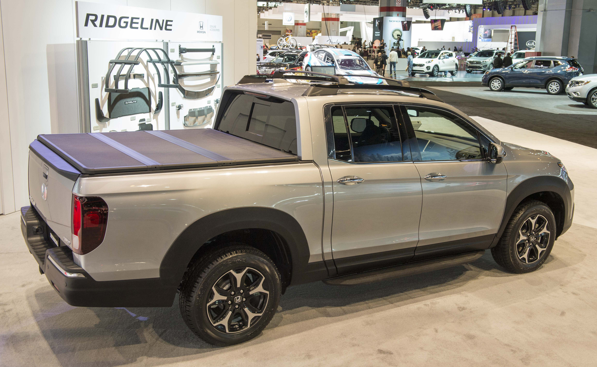 2017 Honda Ridgeline Black Edition, Genuine Accessories on Display in  Chicago - The News Wheel
