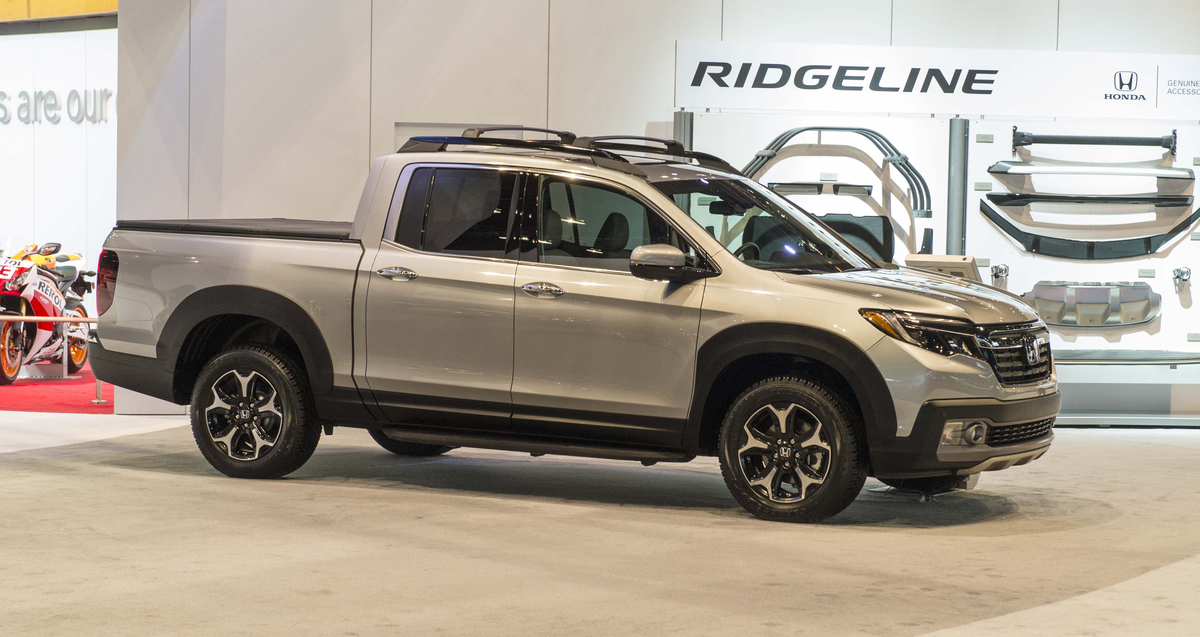2017 Honda Ridgeline Black Edition Genuine Accessories On Display In Chicago The News Wheel
