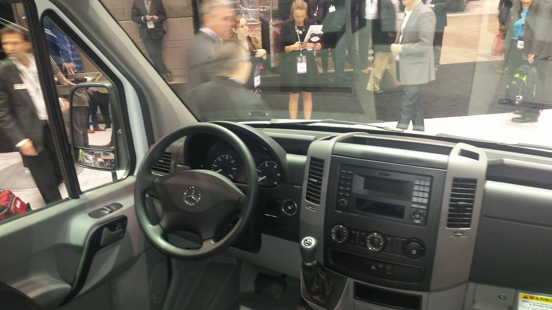 mercedes-benz worker cockpit | The News Wheel | {Auto cockpit mercedes 92}