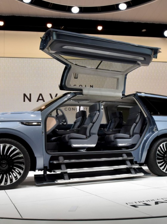 the actual lincoln navigator probably won t have those weird steps thank god the news wheel. Black Bedroom Furniture Sets. Home Design Ideas