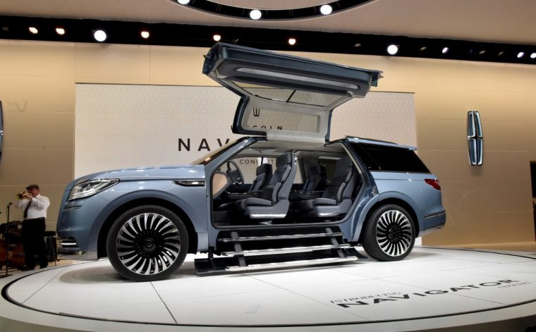 polarizing lincoln navigator concept appearing at la auto. Black Bedroom Furniture Sets. Home Design Ideas