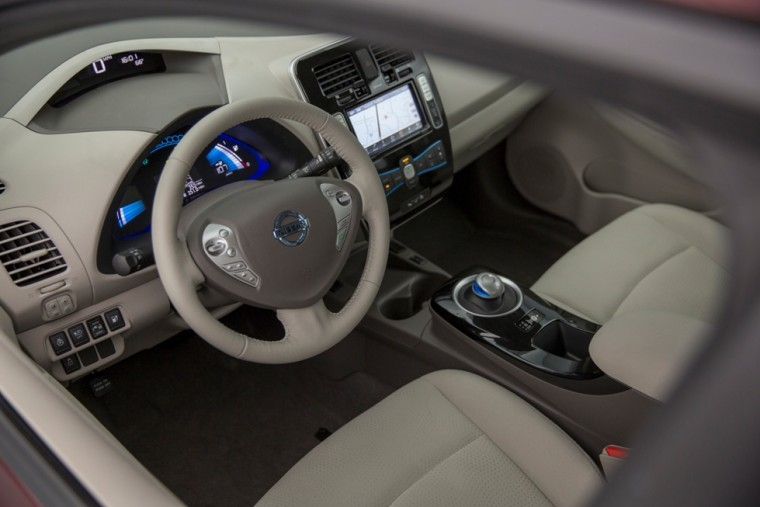 2016 Nissan LEAF steering wheel