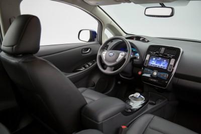 2016 Nissan LEAF infotainment
