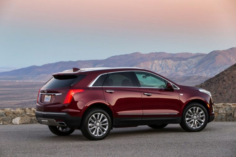 The new 2017 Cadillac XT5 will be replacing the popular SRX crossover and the XT5 comes with an elegant interior, good fuel economy, and weighs quite a bit less