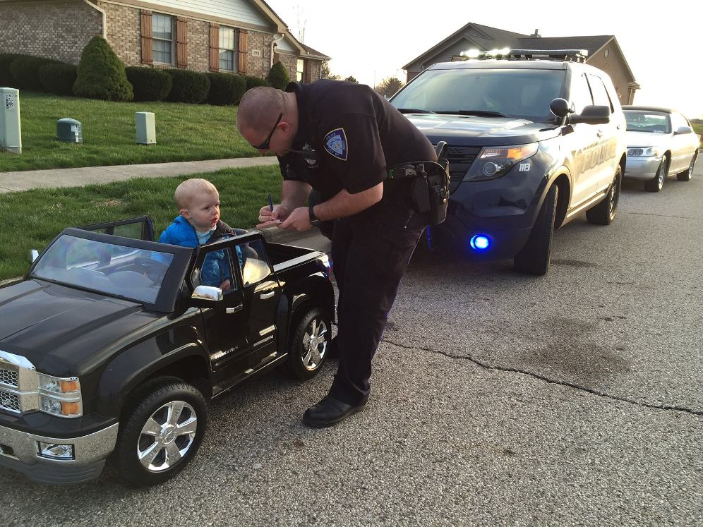 Cops Pull Over Nice Car : Tyke pulled over for speeding in ohio the news wheel