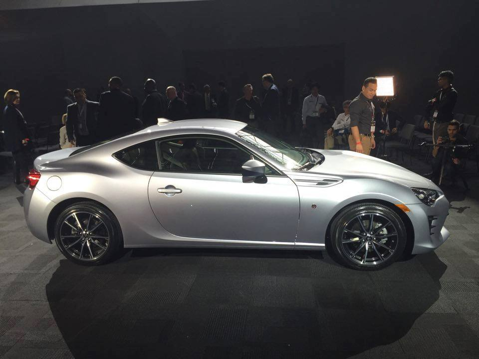 how can you tell that the 2017 toyota 86 is no longer a scion fr s the news wheel. Black Bedroom Furniture Sets. Home Design Ideas