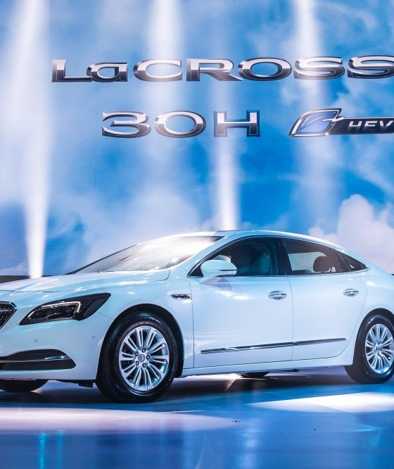 Buick Electric Car: Buick LaCrosse Hybrid Delights The Crowd At The 2016