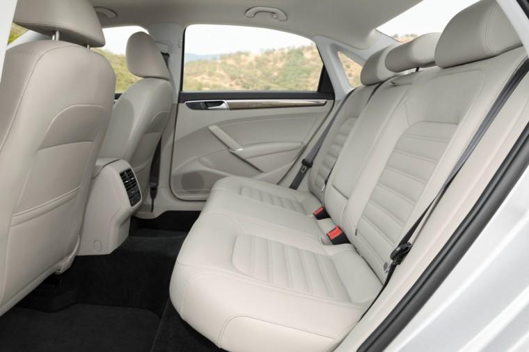 2016 Volkswagen Passat Overview back seat