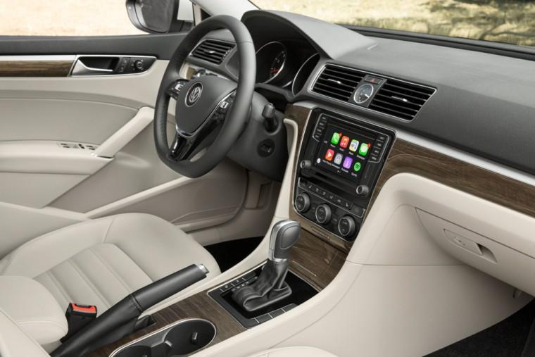 2016 Volkswagen Passat Overview driver seat