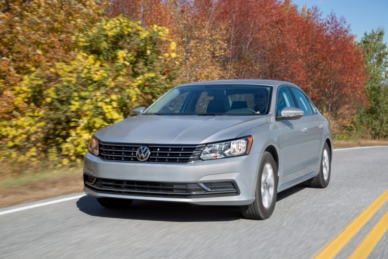 2016 Volkswagen Passat Overview front