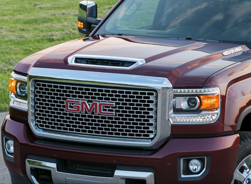 the 2017 gmc sierra denali 2500hd looks awfully powerful. Black Bedroom Furniture Sets. Home Design Ideas