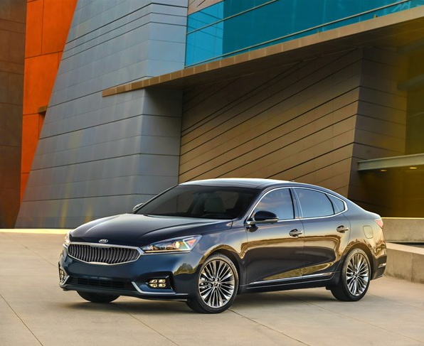 2017 Kia Cadenza Side View