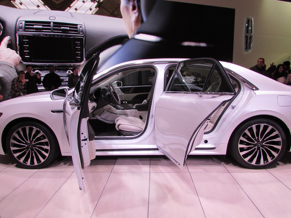 white 2017 lincoln continental at detroit auto show the news wheel. Black Bedroom Furniture Sets. Home Design Ideas