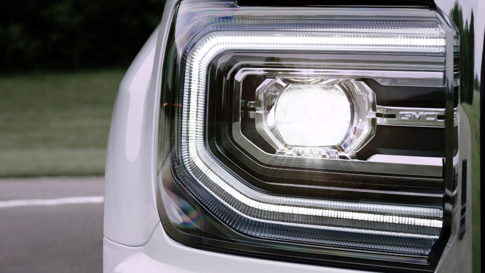 Headlights For Chevy Silverado 2017 GMC Sierra SLT | The News Wheel