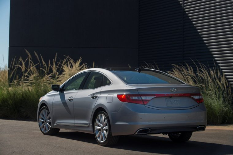 2017 Hyundai Azera sedan model overview exterior rear