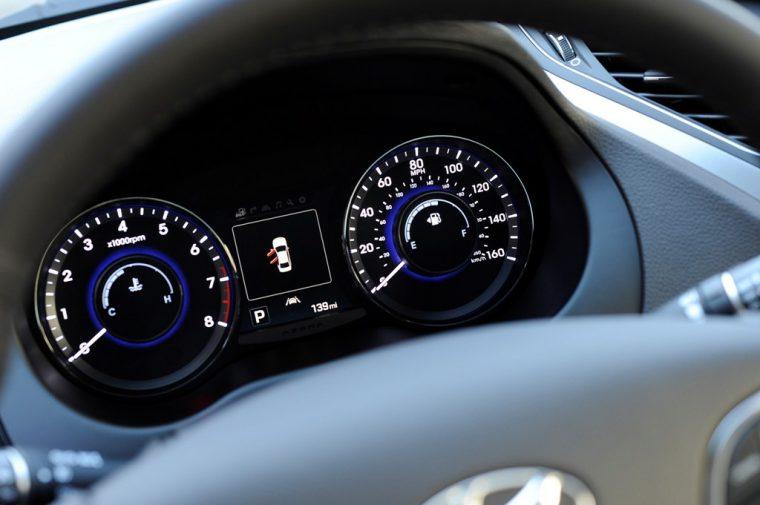 2017 Hyundai Azera sedan model overview technology