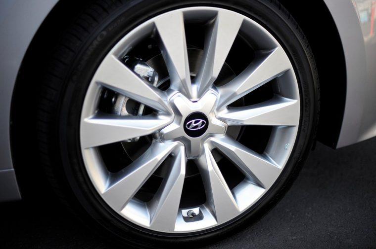 2017 Hyundai Azera sedan model overview wheel