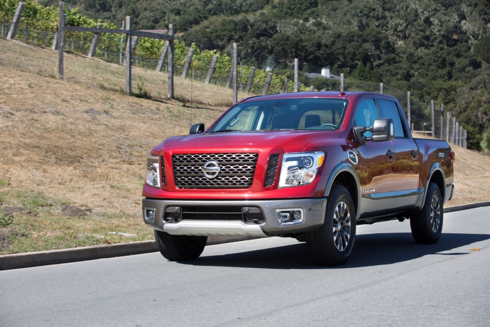 2017 nissan titan overview the news wheel. Black Bedroom Furniture Sets. Home Design Ideas