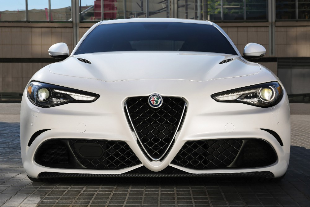 fca will only offer alfa romeo giulia with automatic transmission the news wheel. Black Bedroom Furniture Sets. Home Design Ideas