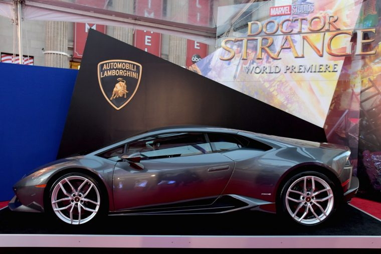 Marvel Doctor Strange movie debut Lamborghini Huracsn LP610-4 Coupe car