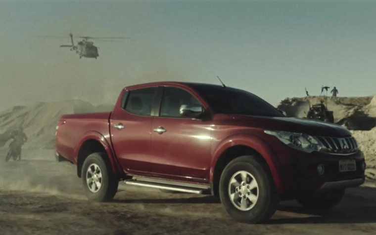 L200 Triton escapes its pursuers