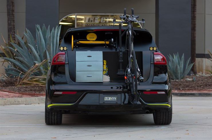 Rear view of Niro Triathlon