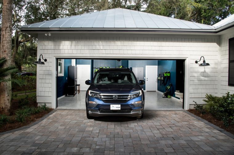 A 2017 Honda Pilot Elite parked in front of the the HGTV Dream Home 2017